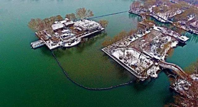 济南大明湖的冬天,像诗像画像童话里的故事!