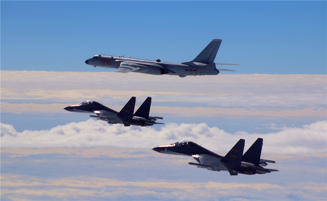 �yf�y���;_中国空军的老朋友紧急迫降美军嘉手纳基地 擦出火花让