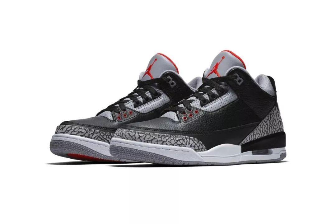 新鞋款在保留元年经典黑、灰配色的同时,