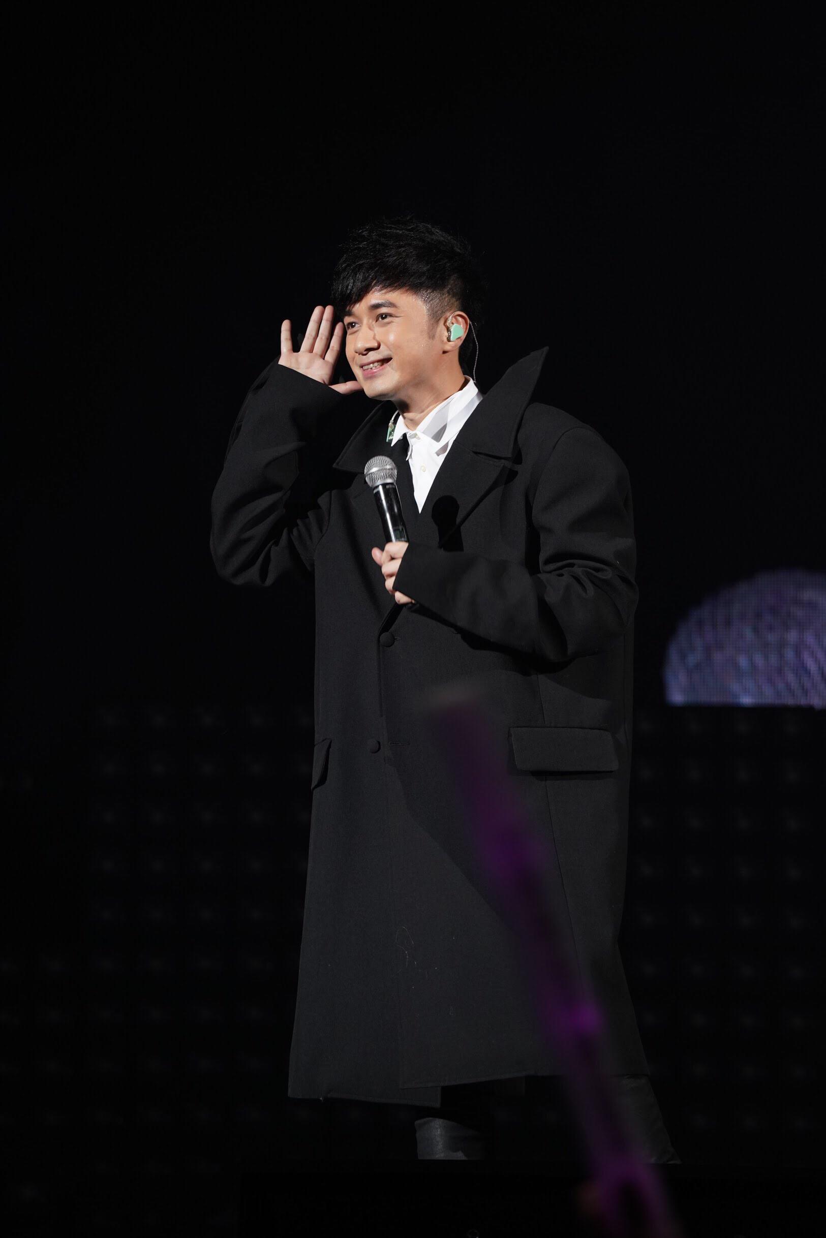 古巨基演唱会2013_古巨基身兼演唱会总监及嘉宾 惊喜现身周慧敏三十周年演唱会