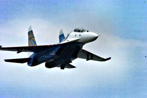 美俄军机黑海上空叫板,俄战机驱离美侦察机