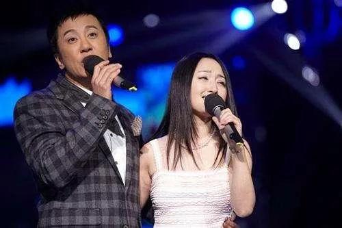 46岁杨钰莹传出婚讯,没想到结婚对象是他,网友高喊:般配