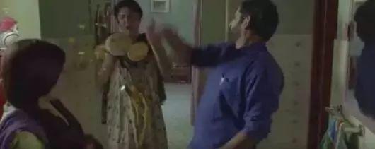 欧洲女大胆露阴沟_印度良心阿米尔·汗用电影告诉我们:\