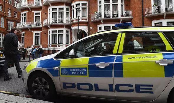 福特专利显示无人驾驶警车有望三年内在英国巡逻