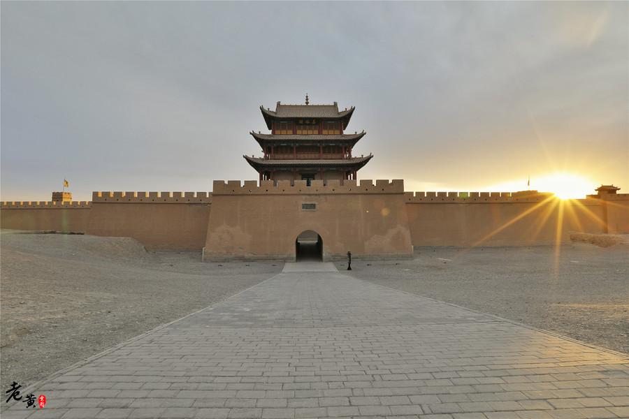 甘肃嘉峪关500年来雄踞天下,不倒之谜竟因为一块定城砖?