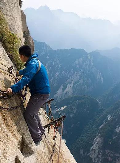 全球十大恐怖悬崖步道之一,眼前绝壁,身后悬崖!