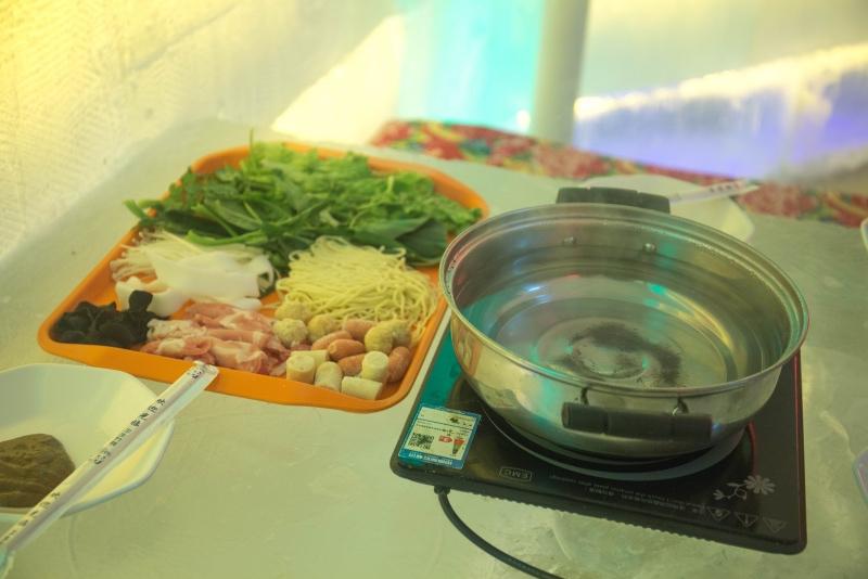 吃货们都看过来,零下36℃的冰屋火锅,你们敢吃吗?