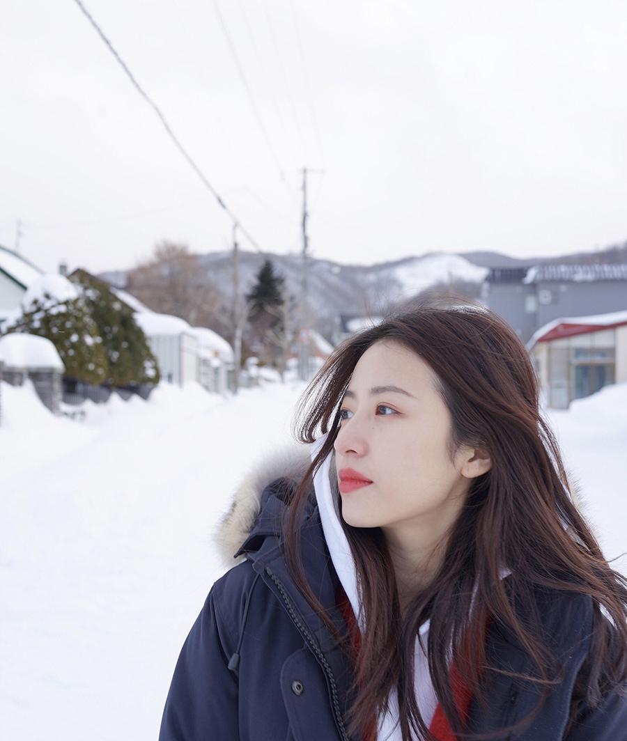 国产无码分享第一站_周雨彤分享雪景拍照小技巧 粉丝:关键看脸!