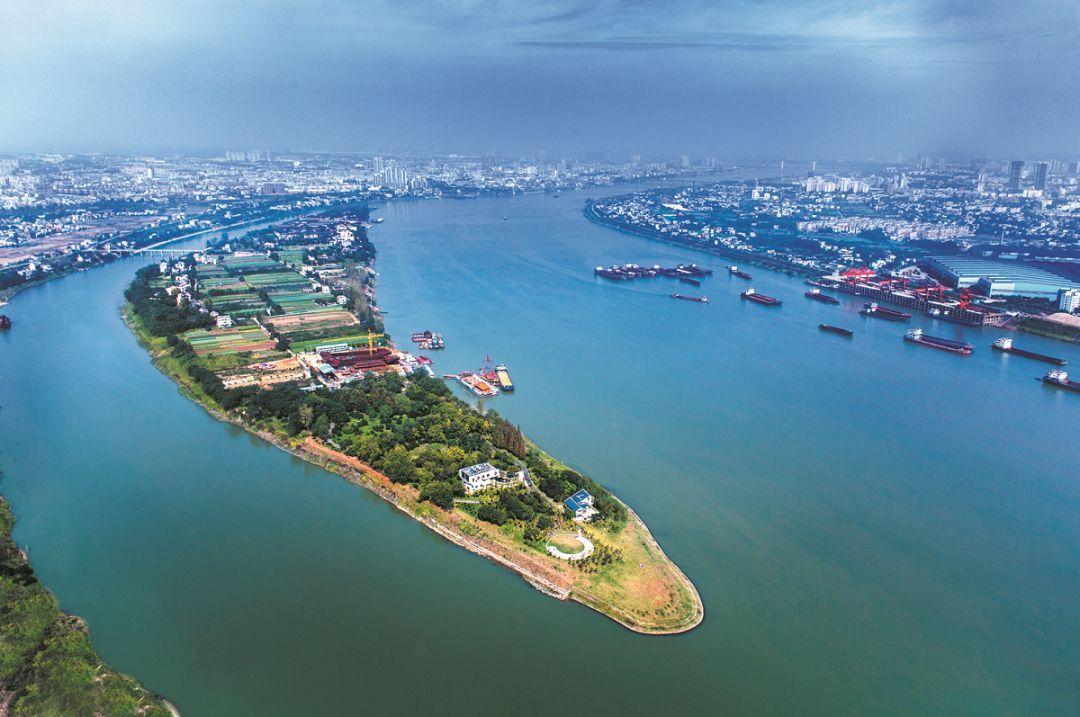 财经 正文  长株潭城市群位于湖南省中东部,包括长沙,株洲,湘潭三市