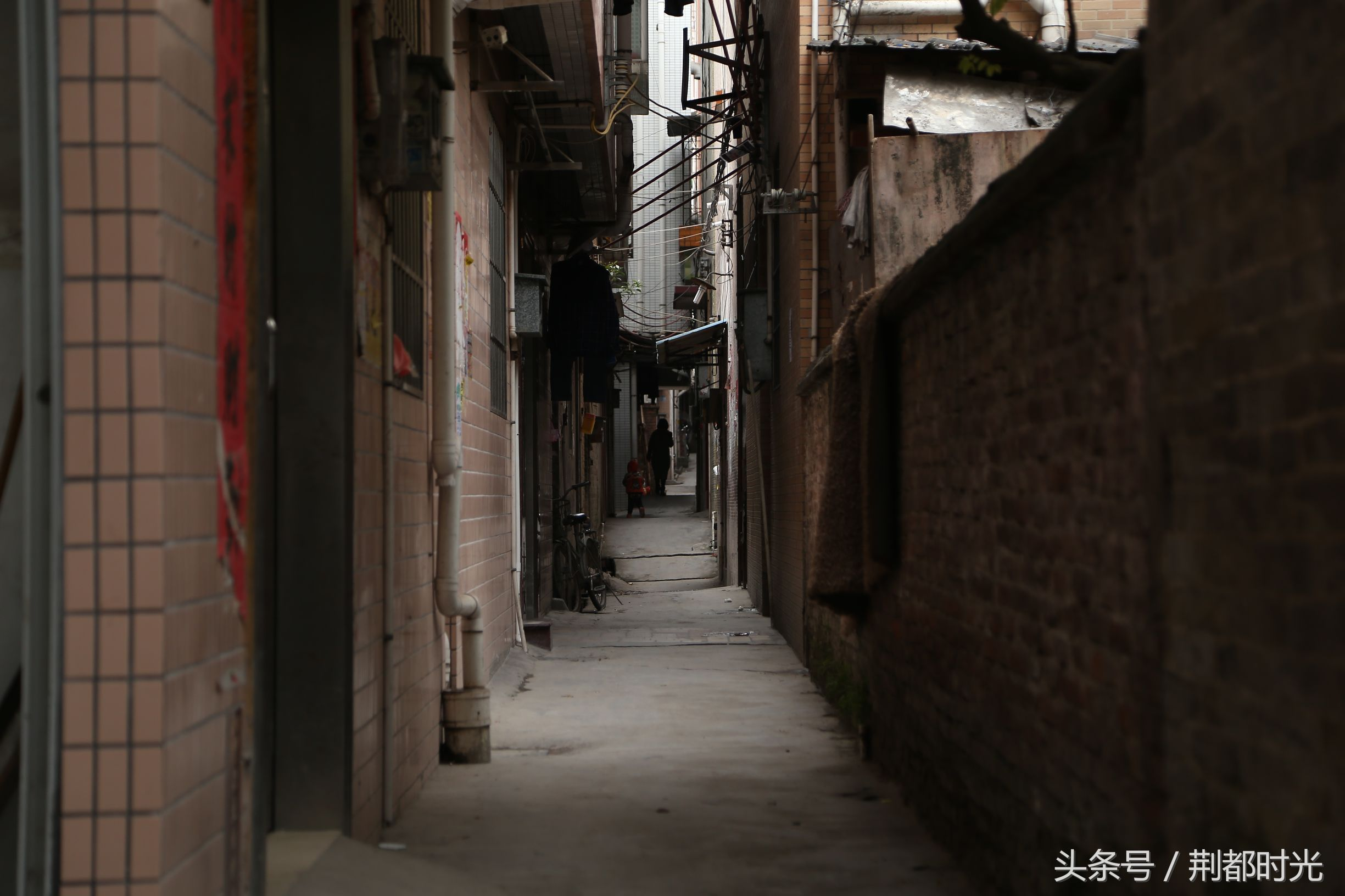"""广州周边村庄""""空城""""来临 大量居民楼人去楼空一片凄凉-雪花新闻"""