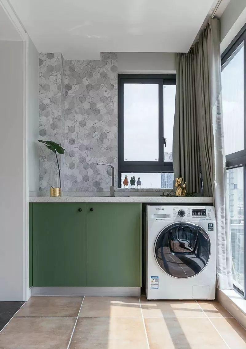 将阳台设计成阳光洗衣房,呼应主风格色调图片