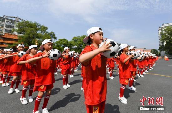 教育部:三年来各省份向校园足球累计投入200亿元