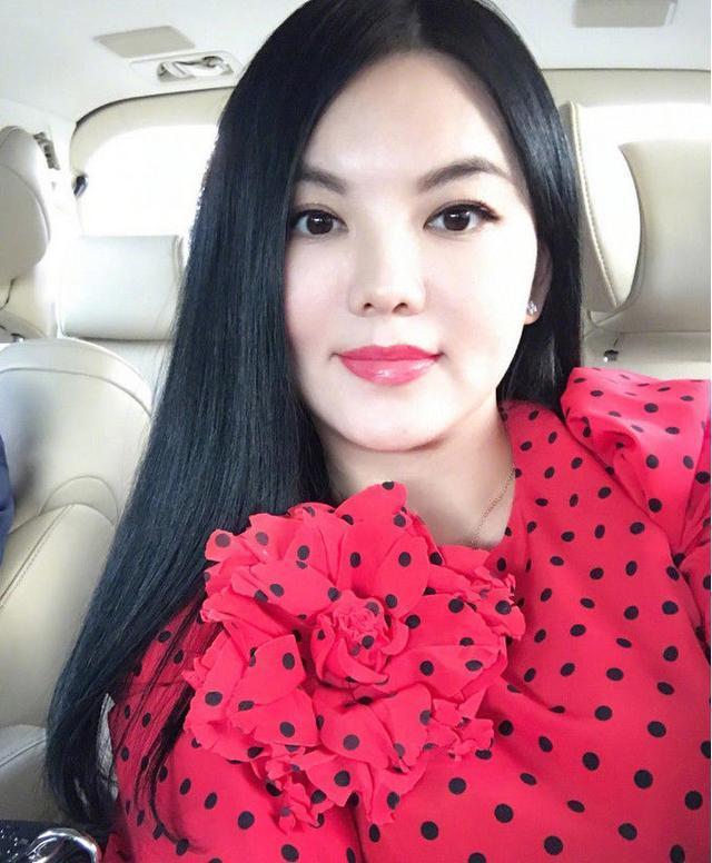 李湘胖时多少斤_李湘晒出自己年轻的照片,网友:年轻时真的好看,比现在瘦太多了