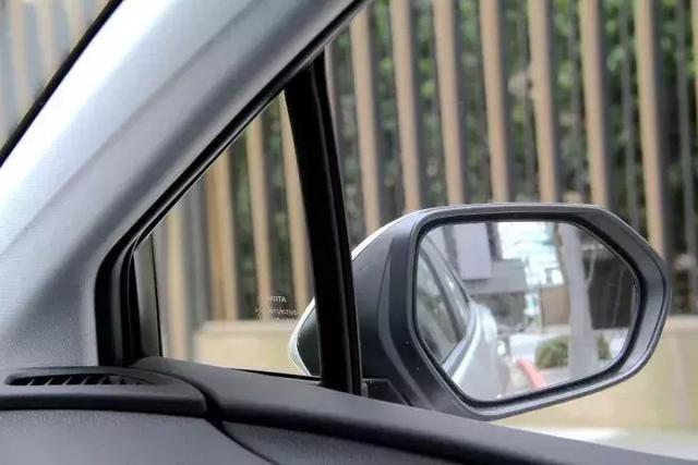车上有这块小玻璃的车主,恭喜你,赚到了!