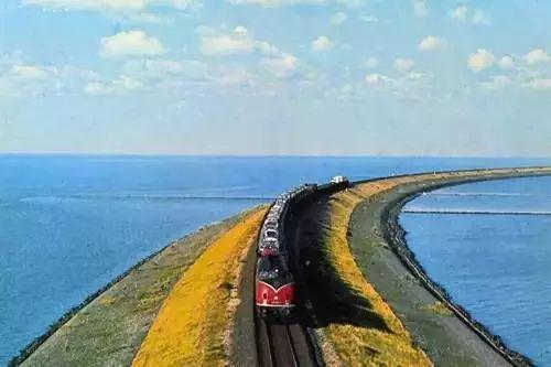 小火车趣闻--在海洋里行驶的小火车