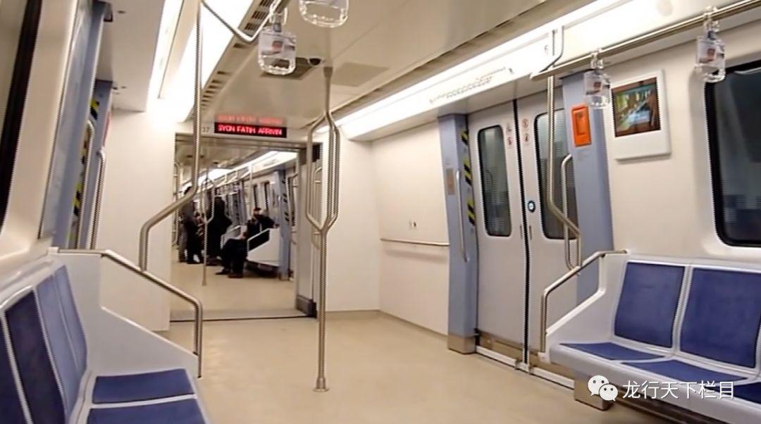 欧洲人身材高大,中国制造为土耳其地铁量身定做的又高又宽的车厢图片