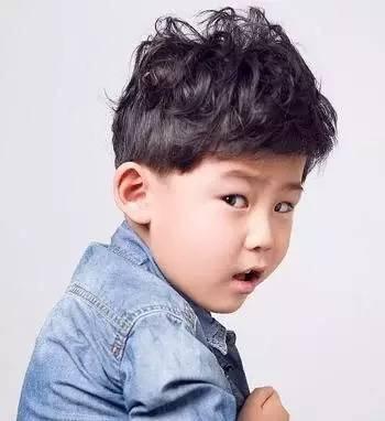 10款小男生个性帅气的梳发发型