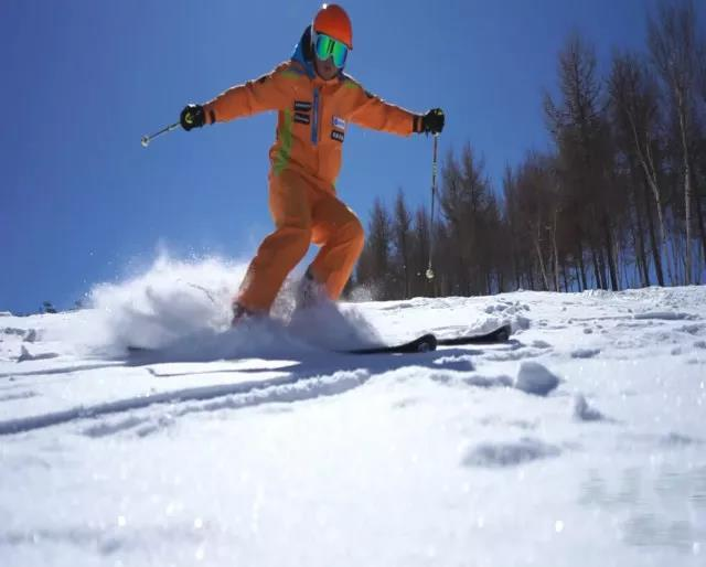 下来快捷的缆车滑雪的体验简单而轻松只需两步乘坐一步上去巴德开门技巧图片