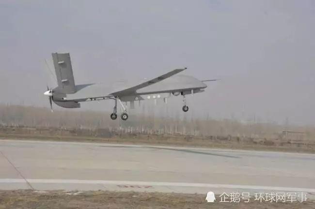 4)能力增強型察打一體無人機,近日在西北試驗基地海拔1000多米的機場圖片