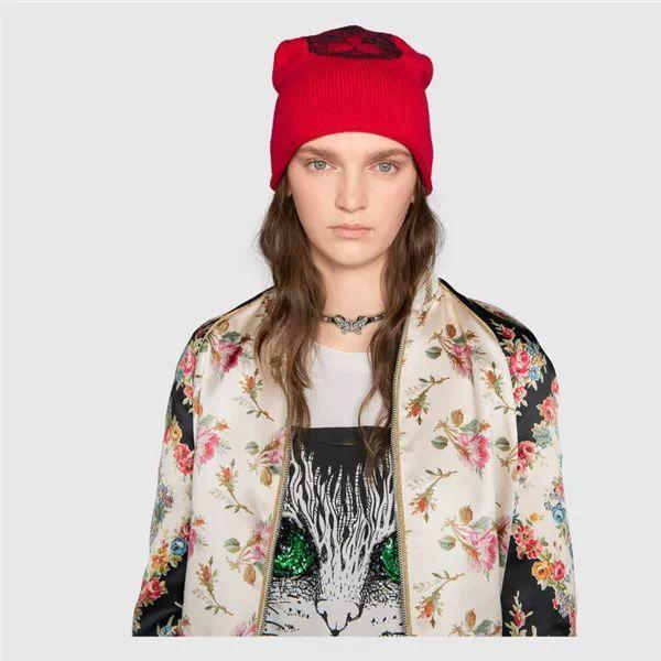 酒红色帽子搭配_时髦小仙女怎么优雅的穿出年味儿?还得靠一顶红帽子!