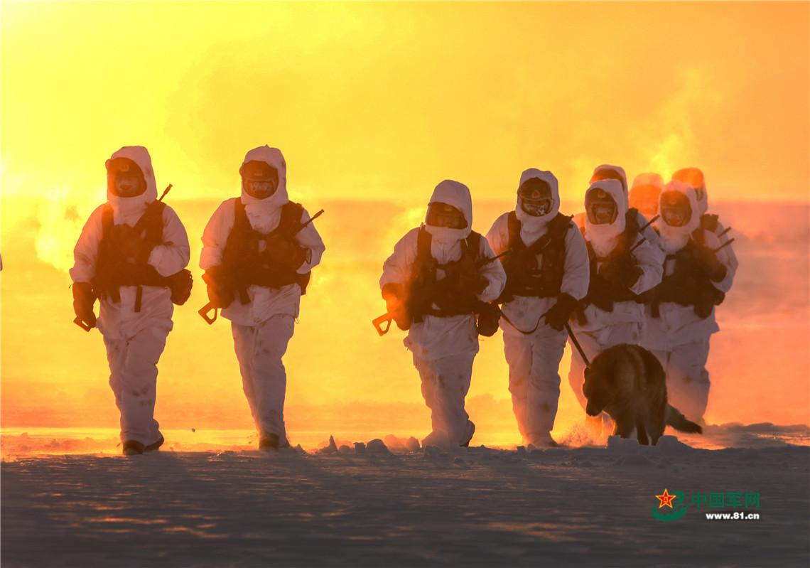 -30℃_边防官兵巡逻美成一幅画