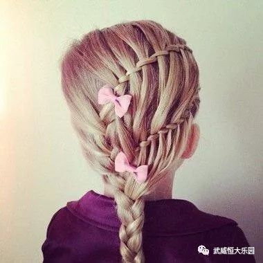 时尚 正文  小女孩长发层次扎长发发型 儿童扎辫子发型,妈妈们想到了
