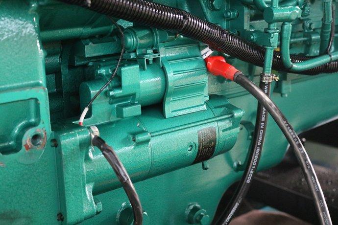 玉柴60kw柴油发电机 玉柴60kw柴油发电机售后保障服务 三包政策 本公司严格执行国家制定三包政策,出现质量问题,包修、包换、包退,消费者买的安心、放心。 01.配送方式 上门自提、物流配送、汽车配载等 02.质量保修(保养周期) (国内)发电机组调试验收合格后的12个月或累计运行1000小时;以先到期为准。 03.