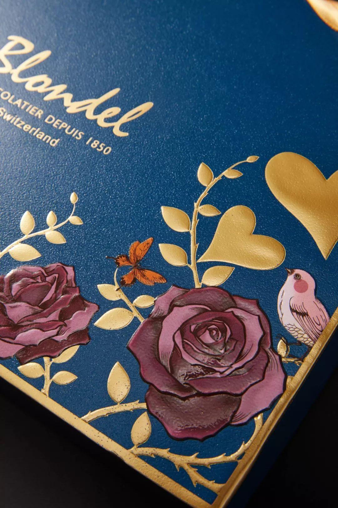 夜莺与玫瑰英文版_象征爱情的玫瑰,落在枝头的一对夜莺,从礼盒的包装也能看得出浓浓的
