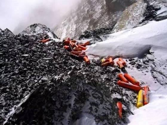 珠穆朗玛峰成世界最高垃圾场,尸体和粪便正在覆盖和污染这座圣山