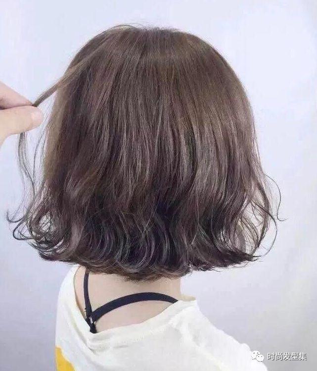 纹理烫庄重又不失风韵,可以令发丝醇香般的诱人,纹理烫发型让你在短发图片