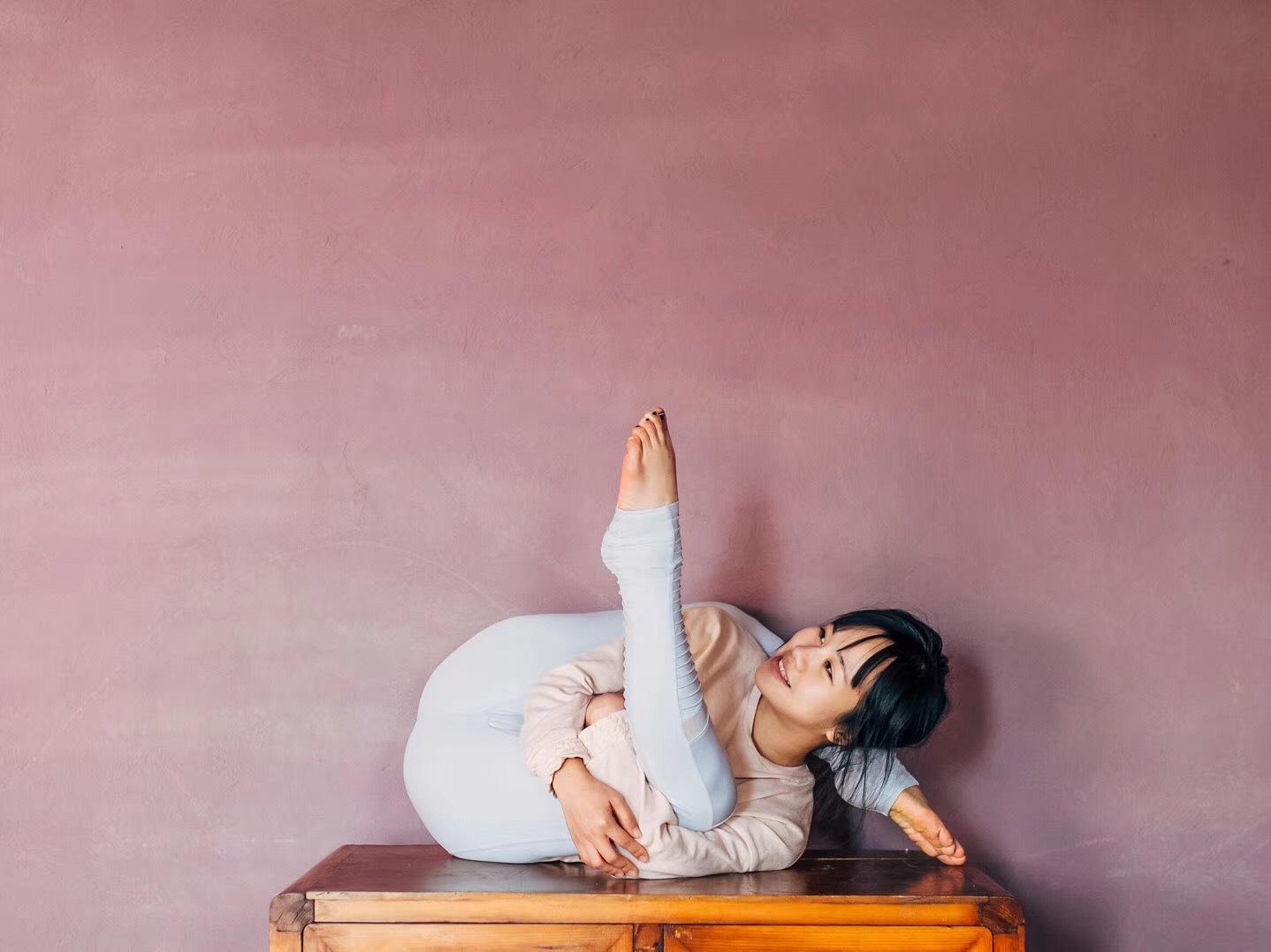 拍瑜伽照,這些體式簡單又美膩圖片