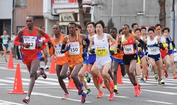 丸龟半马开跑 肯尼亚选手夺冠日本选手分列二三