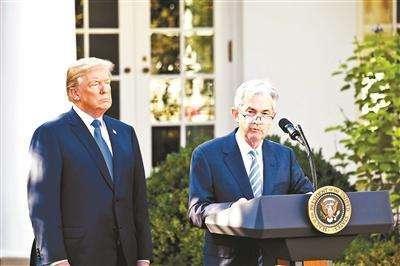 现在,毫无经济学背景的央行行长权秉在握,掌握着美国货币政策。