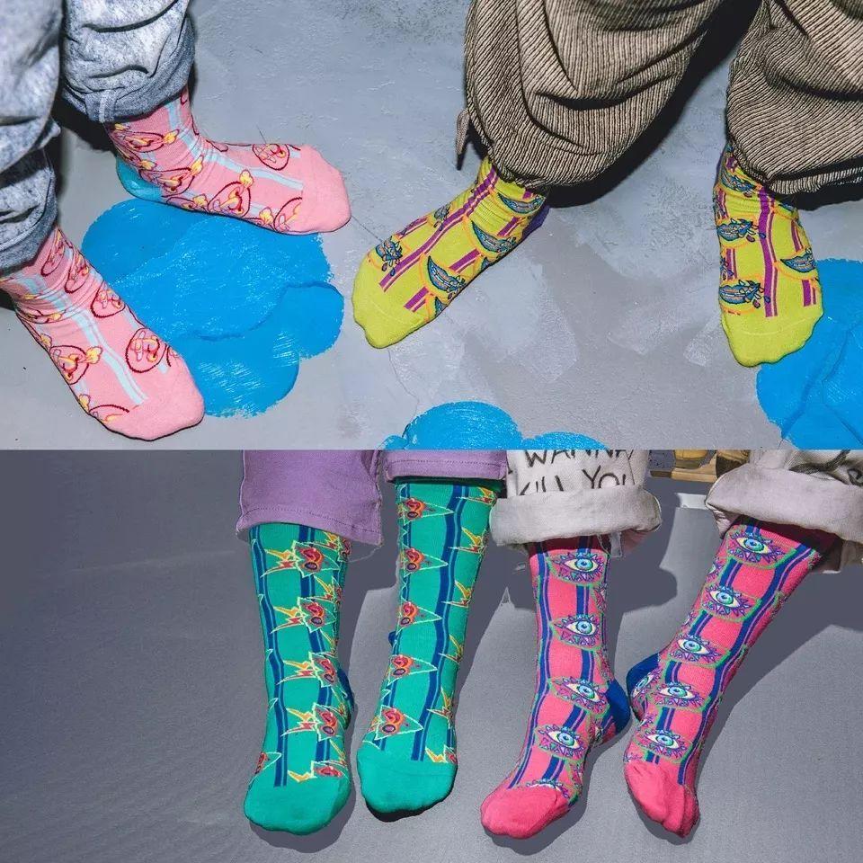 """时尚圈今冬什么火?原来是那些""""又丑又贵""""的袜子?!"""