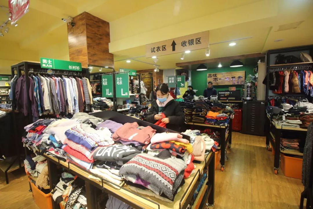 外贸服装店_新年家庭式换装,然而凤城酒店呢间老字号外贸服装店竟然如此低价,大牌