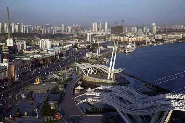 建国后,定都北京,而且一五二五规划都指向要大力发展北京的产业基础。北京很快就超过天津。
