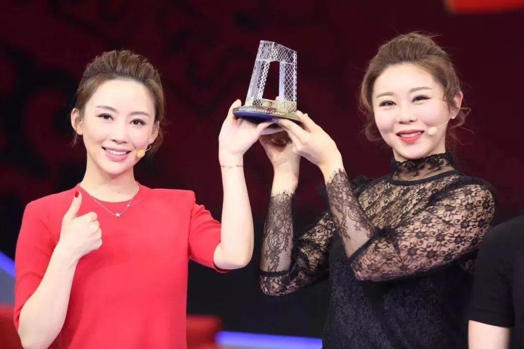 潘晓婷金佳映夺冠 结束后两人献唱歌曲