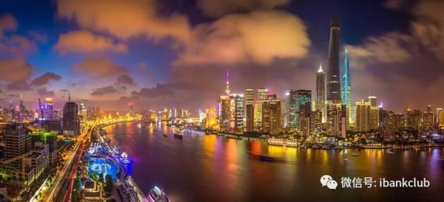 """近两年,社会各界常讨论""""新一线城市""""话题。和发达国家相比,中国的城镇化程度显现还有差距,未来城镇化进程加速,更多综合实力较强的城市陆续跻身一线城市是必然趋势。"""