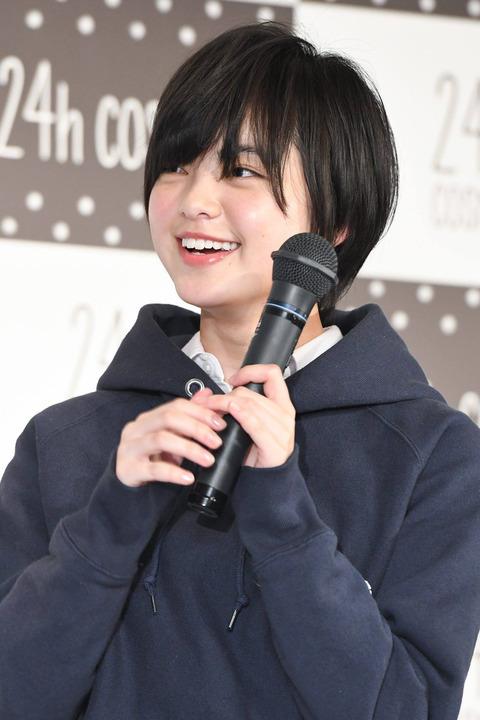 可愛い笑顔の平手友梨奈