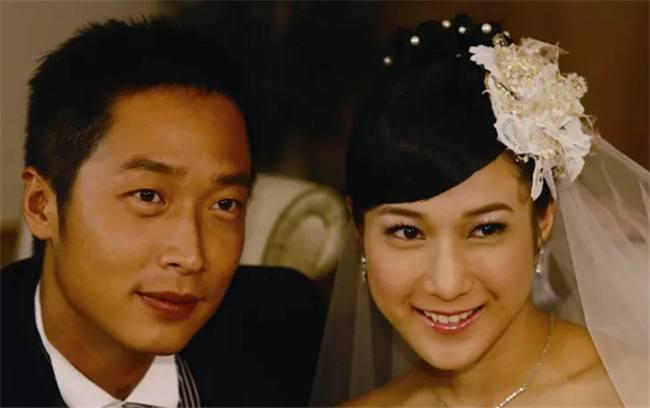 护花危情另一个结局_33岁钟嘉欣全家照:老公是治疗师,女儿像她一样眼睛很大很漂亮!
