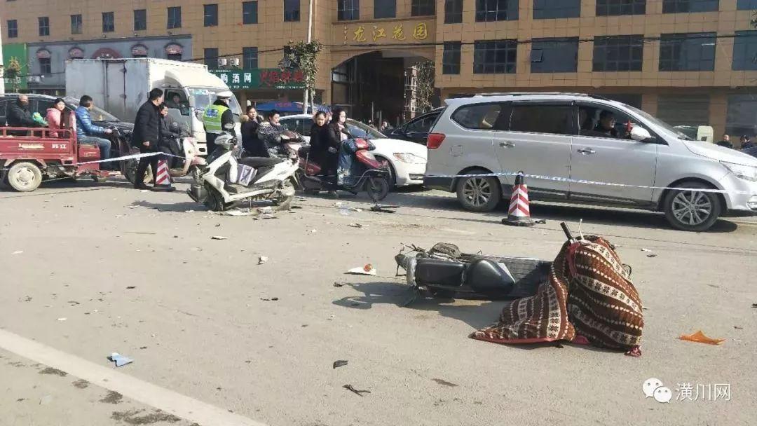 车祸现场恐怖,交警部门第一时间赶到现场,随后平安潢川发布案情通报