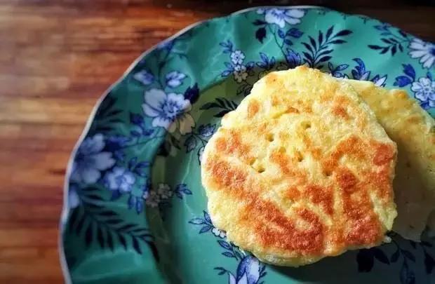 土豆鸡蛋饼,一款既能让你睡懒觉又能补充营的好吃早餐