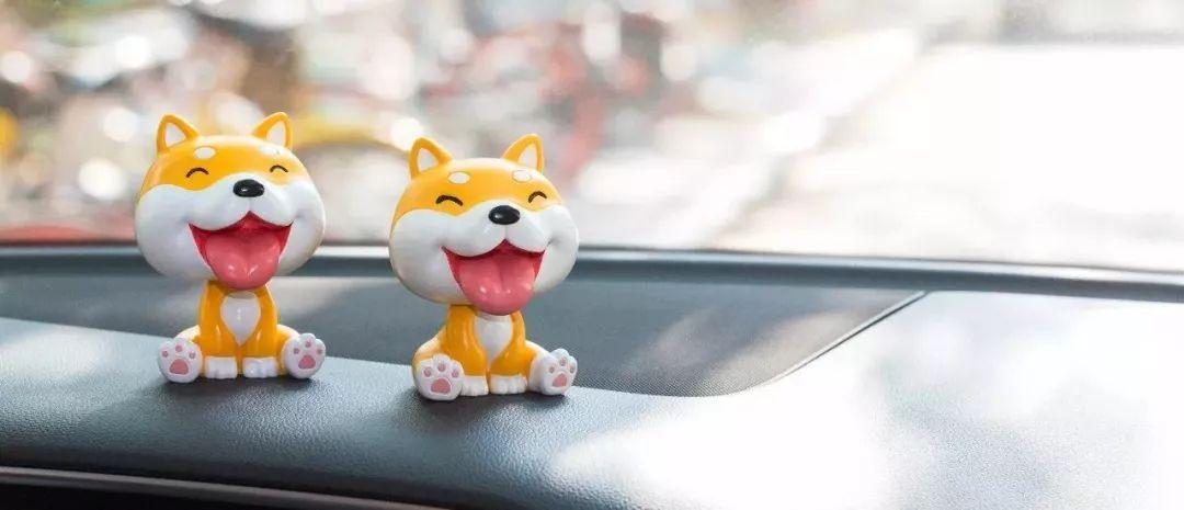 萌汪报春!这款环保车载摇头狗让你的车厢焕然一新