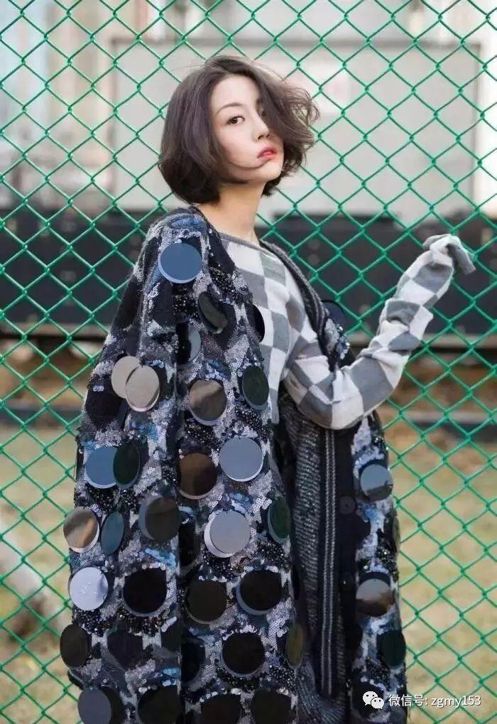 说起李溪芮最早被众多人知晓的要属与热巴一起出演的《漂亮的李慧珍》图片