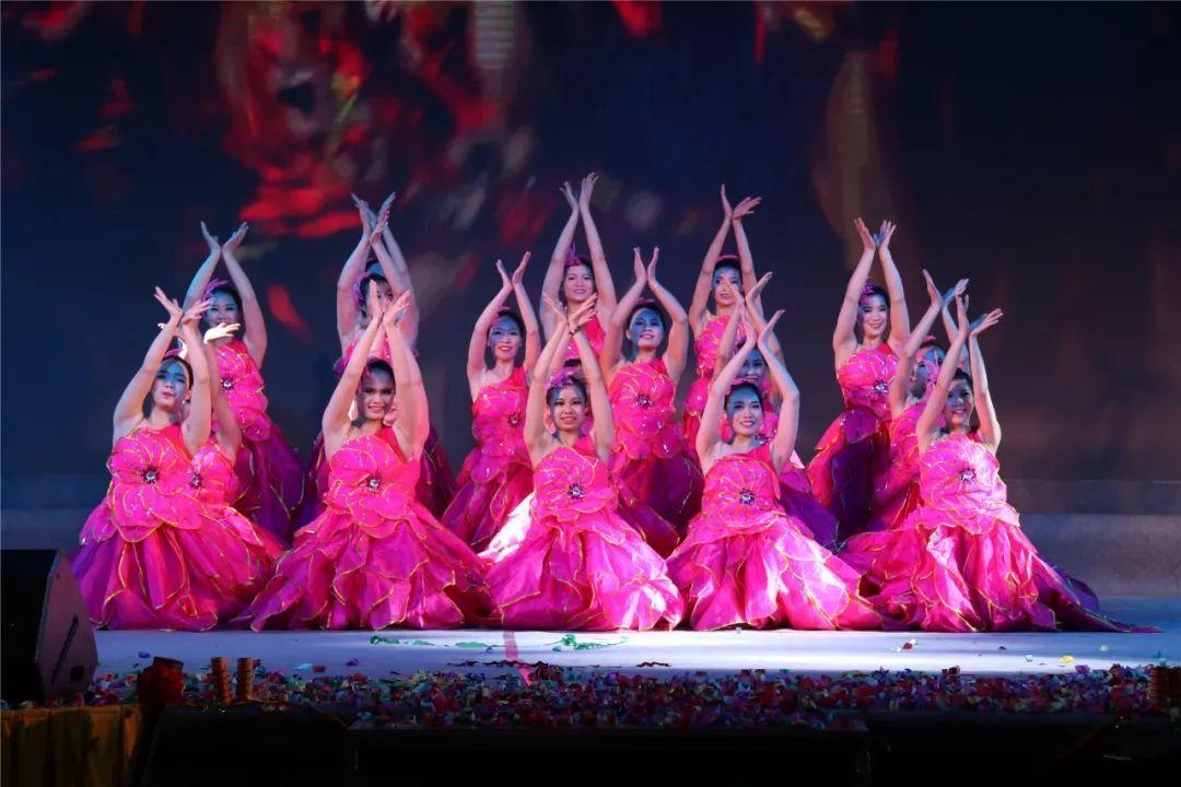 张槎中心幼儿园舞蹈队表演《火红的日子》