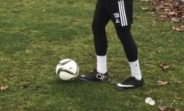 花式足球:大家都应该知道的五种起球方法图片