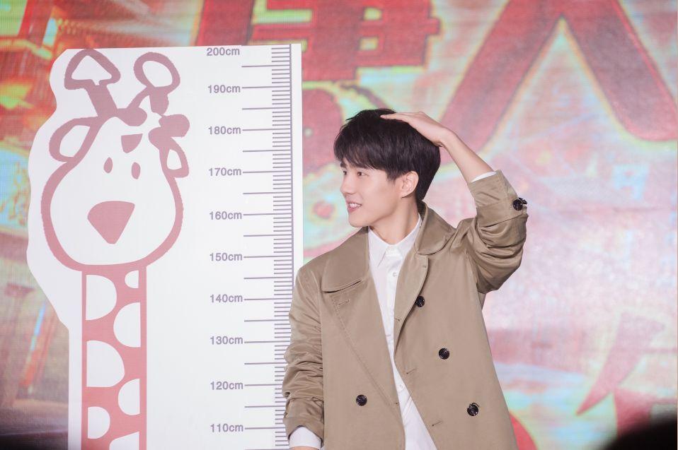 """肖央曝""""钢铁直男""""刘昊然""""红眼眶""""20岁第一天被""""吊打""""图片"""