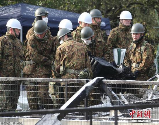日本自卫队坠机现场现散落零部件 事故原因待解
