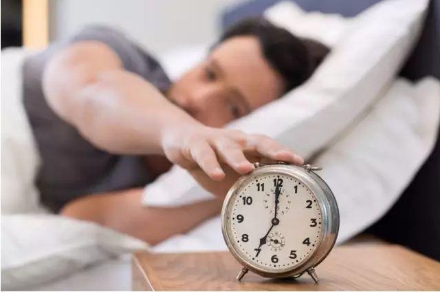 床头放这 4 样东西,估计你就睡不好了!很多人