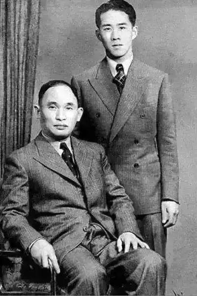 李健熙与父亲李秉哲